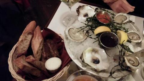 Bread and oysters: le diplomate.