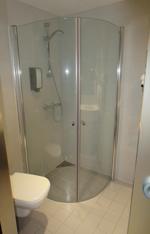 THis shower pod is going to flood the floor!