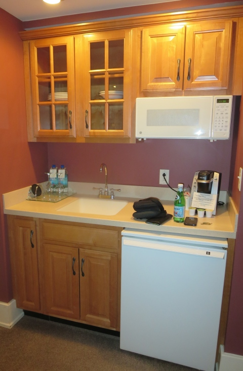 The kitchenette in 407 is not really our style.