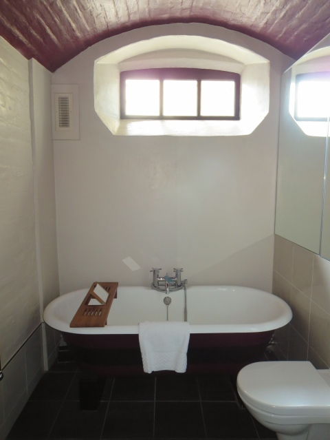 121 Bathroom tub