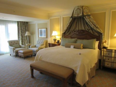 Bedroom: Suite 4500, The Broadmoor