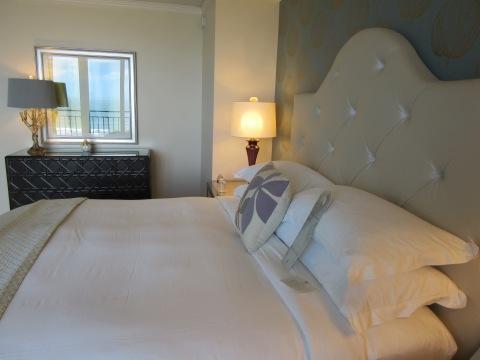 832 bedroom